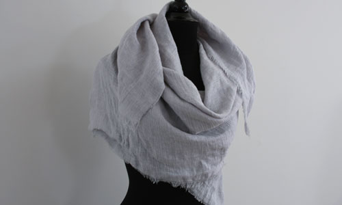 5 Minute Scarf: No sewing and just one yard of linen!