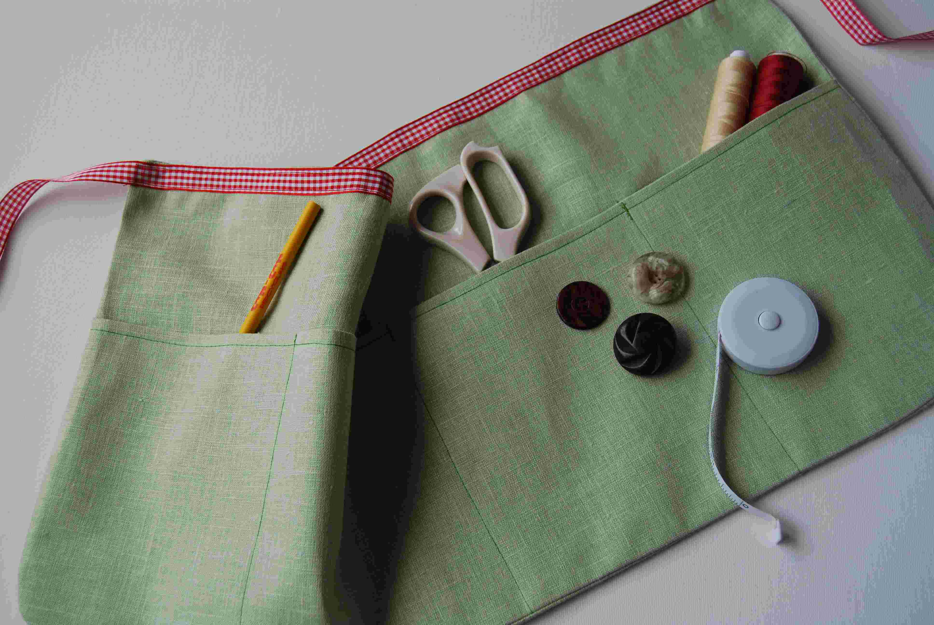 White half apron with pockets - We Have Designed This Half