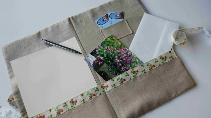 Padded Linen Folder